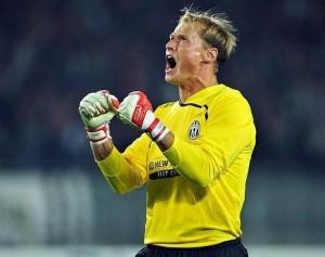 Die Jahre in Turin bei Juve zählen wir ihn zu den wertvollsten seiner Laufbahn. Mit dem Konkurrenz-Giganten Gianluigi Buffon im Tor verbindet Alexander Manninger eine persönliche und emotionale Bindung. Foto: GEPA