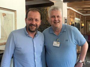 Vizebürgermeister Wirtschaftsreferent Bernhard Baier (links) sowie Universitäts-Professor Sepp Hochreiter im gemeinsamen Gespräch beim Forum Alpbach. Foto: Privat