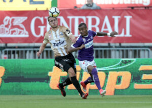 Christian Ramsebener (links) gegen den späteren 2 : 0-Torschützen Felipe Pires. Aus FK AUSTRIA WIEN gg. LASK / 2 : 0. Foto: GEPA