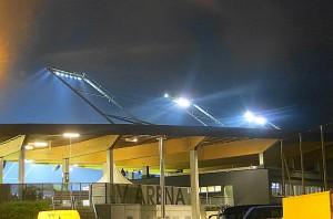 In den späten 1970er und frühen 1980er Jahren hätte die Austria das Europapokalspiel im Weststadion, der Heimstätte von RAPID, ausgetragen. In der Neuzeit wandert man nach St. Pölten aus. Blick auf die abendliche NV-Arena zu St. Pölten. Foto: oepb