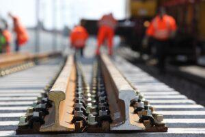 Eine Frischzellenkur für die Hochleistungsstrecke der ÖBB im Bereich zwischen St. Pölten und Linz ist dringend vonnöten. Dazu werden Gleise und Gleisunterbau komplett erneuert. Foto: ÖBB / Robert Deopito