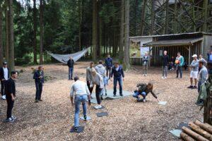 SV Ried-Teambuilding am Baumkronenweg. Eine Aktion, die zur Nachahmung empfohlen wird. Foto: SV Ried