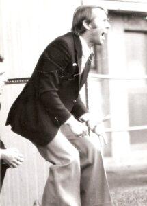 """""""Aufgegeben wird ein Brief, aber kein Fußballspiel."""", oder """"Wir sind stark und zeigen denen wo der Bartl den Most herholt!"""" Mit derartigen Leitsätzen motivierte Helmut Senekowitsch seine Spieler. Und an der Linie gab er für sein Team auch stets alles, wie hier 1974/75 im Linzer Stadion. Foto: Erwin H. Aglas / oepb"""