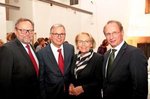 Von links: OÖ-Versicherung Generaldirektor Dr. Josef Stockinger, Bundesminiser Alois Stöger, WKO-Generalsekretärin Anna-Maria Hochhauser und Dr. Kurt Weinberger. Foto: OÖ-Versicherung