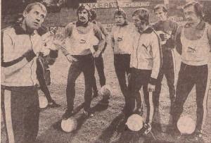 Als ÖFB-Teamchef am 21. September 1976 vor Österreich gg. Schweiz (3 : 1) in Linz. Von links: Helmut Senekowitsch, Werner Kriess, Willi Kreuz, Josef Stering, Gerhard Fleischmann sowie Rudolf Horvath. Foto: oepb