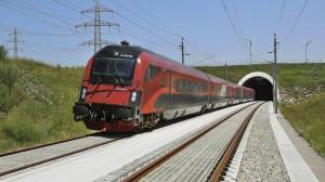 Blick auf eine Railjet-Garnitur auf der Franz Josefs-Bahn-Strecke zwischen Gmünd und Wien. Foto: ÖBB/Robert Deopito