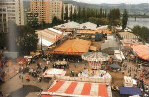 In den letzten Jahrzehnten hat sich das Bild des Urfahraner Marktes nur unwesentlich verändert. Hier eine Aufnahme aus den 1980er Jahren. Im Hintergrund der Platz des SV Urfahr von 1912. Foto: oepb