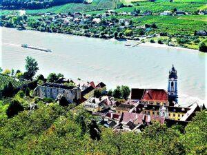 Selbst, wenn der Anstieg mühsam erscheint – der Blick auf die darnieder liegende Wachau entschädigt für jedwede Anstrengung. Foto: oepb