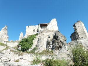 Vor einem die Burg(-Ruine), hinter einem die Wachau in all ihrer Farbenpracht, gerade jetzt im Herbst. Foto: oepb