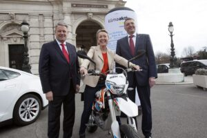Im Bild von links: Umweltminister Andrä Rupprechter, Karin Munk, Generalsekretärin der Arge2Rad sowie Verkehrsminister Jörg Leichtfried. Foto: Alex Halada