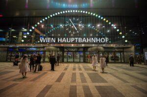LICHTBLICK Wien Hauptbahnhof: Globenbogen und die neue Seidenstraße. Foto: ÖBB / Christian Zenger