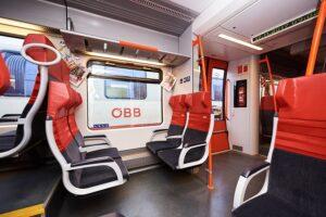 Bequeme Sitze und einheitliche Außengestaltung im modernen Cityjet-Look, sowie zusätzliche Funktionalität: Fahrgastinformationssystem mit Echtzeitdaten und WLAN im Talent. Foto: ÖBB / Marek Knopp