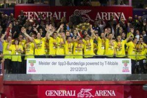 Auch wenn der 24. und bislang letzte Meistertitel des FK Austria Wien aus der Spielzeit 2012/13 eine gefühlte Ewigkeit her ist, so bleibt doch festzuhalten, dass das Fundament stabil und der Hof bestellt sein muss. Der sportliche Erfolg stellt sich dann oftmals ganz von alleine ein. Foto: FK Austria Wien