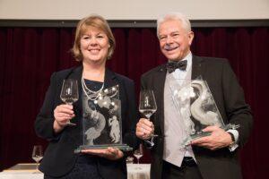 Bacchuspreisträger 2017: Anne J. Thysell (Spar), sowie Prof. Dr. Walter Kutscher (Vizepräsident Wiener Sommelier Verein) Foto: ÖWM / Anna Stöcher