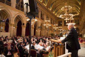 Der Hausherr ist bekannt für seine launigen Ansprachen. Wiens Bürgermeister Dr. Michael Häupl zog einmal mehr die Lacher auf seine Seite. Foto: ÖWM / Anna Stöcher