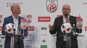 Bundesliga-Vorstand Christian Ebenbauer (links), sowie Bundesliga-Präsident Hans Rinner geben die Grundsatzentscheidung betreffend des Sky Zuschlages bekannt. Foto: GEPA