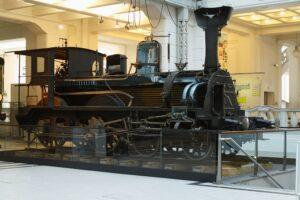 Hierbei dreht es sich um die Schnellzug-Dampflokomotive der k.u.k.St.B. 1.20 Schnittlok der Österreichischen Nordwestbahn des Jahres 1883. Sie verfügt in Natura über 35,3 t Gewicht. Foto: Technisches Museum Wien