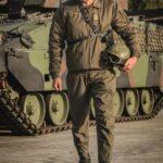 Der Kommandant des Panzergrenadierbataillon 13 Oberst Alfred Steingreß mit einem ULAN Schützenpanzer. Foto: BMLVS/BERGER