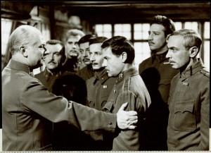 """Ausschnitt aus dem Film """"3. November 1918"""". Peter Matic ist der 5. von links. Foto: Filmarchiv Austria"""