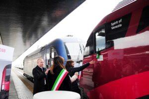 Kurt Bauer und Barbara Degani anlässlich der feierlichen Zugtaufe am 12. Dezember 2017 im Bahnhof Venezia Santa Lucia. Foto: ÖBB