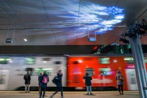 Der Bahnhof Praterstern in Wien erstrahlt zu Weihnachten in besonders hellem Lichterglanz. Foto: ÖBB/Andreas Scheiblecker