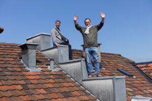 Die beiden emsigen Ausstellungsmacher Beat Gugger und Gerhard Proksch bei der Arbeit in der Ausstellungsregion. Foto: Gerhard Proksch