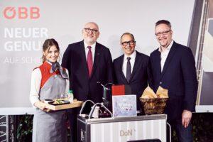 Im Bild von links: Servier-Dame, Vorstandsvorsitzender ÖBB-Holding AG Andreas Matthä, DoN-Gründer Josef Donhauser, sowie Puls 4-Fernsehkoch Oliver Hoffinger. Foto: ÖBB / Marek Knopp