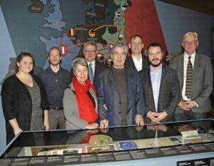 Im Bild von links: Anna Kieninger, Benedikt Vogl, Margit Fischer, Hermann Dikowitsch, Heinz Fischer, Christian Rapp, Matthias Pacher, sowie Carl Aigner. Foto: Museum NÖ