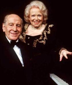Cissy Kraner und Hugo Wiener wie man sie jahrzehntelang kannte und liebte. Hier anhand einer Aufzeichnung im K & K Theater am Naschmarkt im Jahre 1991. Foto: ORF