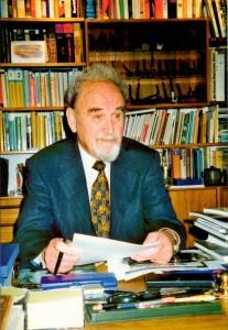 Bruno Schnell (* 1929 in München, † 2018 in Nürnberg) war ein Verleger und Herausgeber der alten Schule. Unternehmergeist, Zielstrebigkeit und stets ein Auge auf das Neue gerichtet - so wirkte er zeitlebens. Die Belegschaft des Olympia-Verlages dankt ihm für seine Fürsorgepflicht und für sein Verantwortungsbewusstsein. Foto: NN