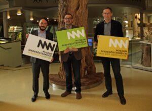 Im Bild von links: Geschäftsführer Museum NÖ Matthias Pacher, Erich Steiner (Haus der Natur), sowie Christian Rapp (Haus der Geschichte). Foto: Museum Niederösterreich