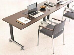 """Home-Office, oder aber eben einfach """"Arbeiten von zu Hause aus"""" liegt seit einigen Jahren im Trend. Wiesner-Hager hat dafür stets das richtige Mobiliar. Foto: Wiesner-Hager Möbel GmbH"""