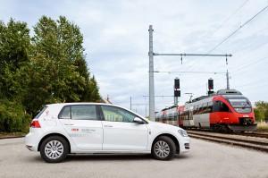 Raus aus dem Zug, rein in den PKW (oder umgekehrt). Nun warten auf die ÖBB-VORTEILSCARD- und ÖSTERREICHCARD-Besitzer diesbezüglich noch mehr Vorteile. Foto: ÖBB / Hollunder