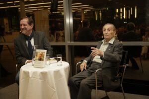 Reinhard Linke mit Marko Feingold (rechts), der sich trotz aller Ereignisse und Erlebnisse auch seinen Humor bewahrt hat. Foto: Museum Niederösterreich