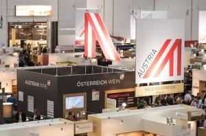 Blick auf den ÖWM-Stand in Halle 17 auf der ProWein in Düsseldorf. Foto: ÖWM/WKÖ/Tibor Rauch