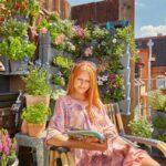Der Balkon ist zu klein für Pflanzen? In die Höhe garteln ist die Lösung. Ob an Wänden oder an Balkongittern  das GARDENA NatureUp! Pflanzsystem lässt die Herzen urbaner Gärtner höherschlagen. Foto: GARDENA