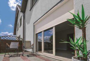... und lassen gleichzeitig genug Tageslicht in die Innenräume. Beide Fotos: FAKRO Dachflächenfenster GmbH