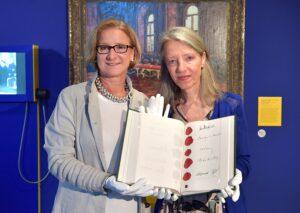 Übergabe Leihgabe Staatsvertrag. NÖ Landeshauptfrau Johanna Mikl-Leitner (links), sowie Stella Rollig (Generaldirektorin Belvedere Wien). Foto: NLK Pfeiffer