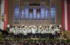 Die Militärmusik OÖ unter der Leitung von Vizeleutnant Josef Strasser. Foto Bundesheer / Simader