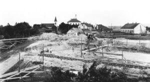 Inmitten von St. Peter begannen im August 1938 die Arbeiten für die Hochöfen-Fundamente. Foto: Archiv der Stadt Linz