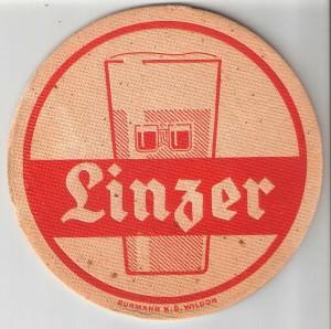 Im Jahre 1981 eingestellt, seit 2017 wieder erhältlich - das traditionelle Linzer Bier. Foto: oepb