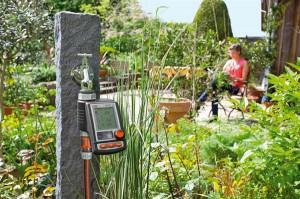 Für die vollautomatische Bewässerung sorgt der GARDENA MasterControl Bewässerungscomputer. Foto: GARDENA