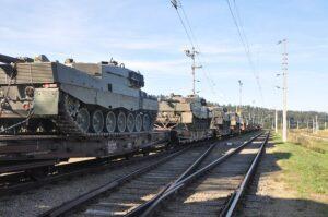 Fertig verladen: 18 Panzer warten auf die Fahrt nach Deutschland. Foto: Harald Mitterhuemer