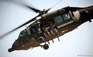 Ein Black Hawk beim Transport von Jagdkommandosoldaten. Foto: Bundesheer / Gorup
