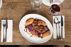 """Blick auf ein herrliches Wildgericht, wie es derzeit hierzulande beinahe allerorts wunderbar zubereitet angeboten wird. Na dann - einen """"Guten Appetit"""". Foto: ÖWM / Blickwerk Fotografie"""