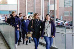 Die Studierenden der Zeppelin-Universität erkunden die Tabakfabrik Linz. Foto: peterhofstaetter