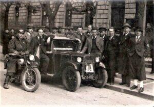 Wunderteam-Fußballer und Austrianer Karl Sesta, fünfter von rechts, trat auch als Wahlhelfer in Wien für die NSDAP-Volksabstimmung am 10. April 1938 in Österreich in Erscheinung. Foto: oepb
