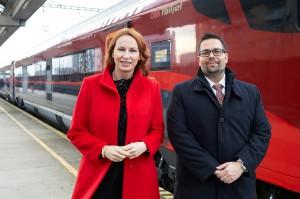 Im Rahmen einer Pressekonferenz wurden nun in Bratislava die neuen Verbindungen gemeinsam von Filip Hlubocký (CEO ZSSK) und Michaela Huber (Vorständin der ÖBB-Personenverkehr AG) näher vorgestellt. Foto: ÖBB / Stögmüller