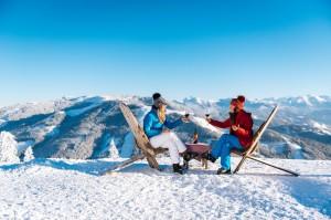 """Zahlreiche Weinverkostungen finden einmal mehr am """"Höchsten Bauernmarkt der Alpen"""" statt. Foto: Ski amadé"""