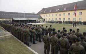Die Soldaten der 4. Panzergrenadierbrigade sind zur Kommandoübergabe in Reih´ und Glied angetreten. Foto: Bundesheer / Simader